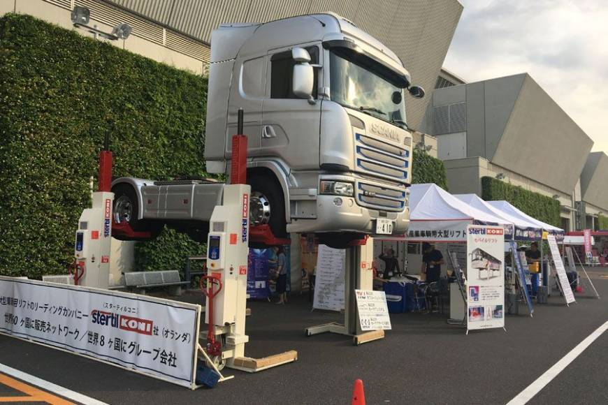 Scania lifted with Stertil-Koni Mobile Column Lifts