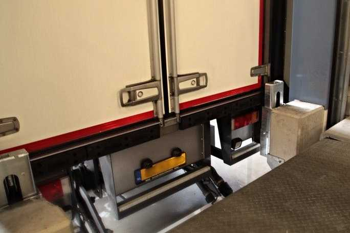 Docked trailer PE Extendable Dock Bumpers